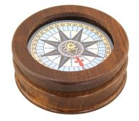 Compass with glass in the lid